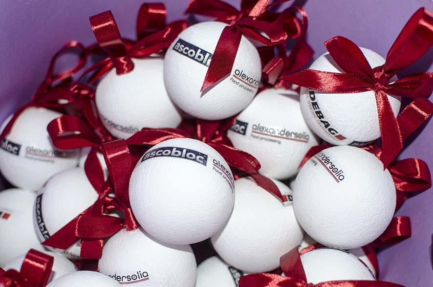 брендированные елочные шары
