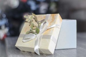 упаковка для новогодних подарков 2022