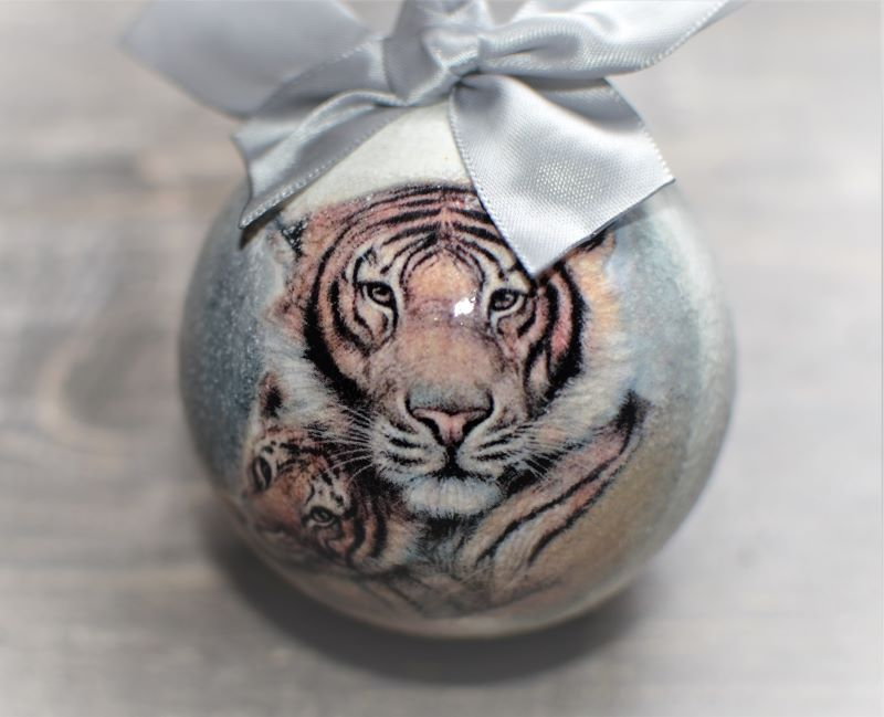 елочный шар с тигренком