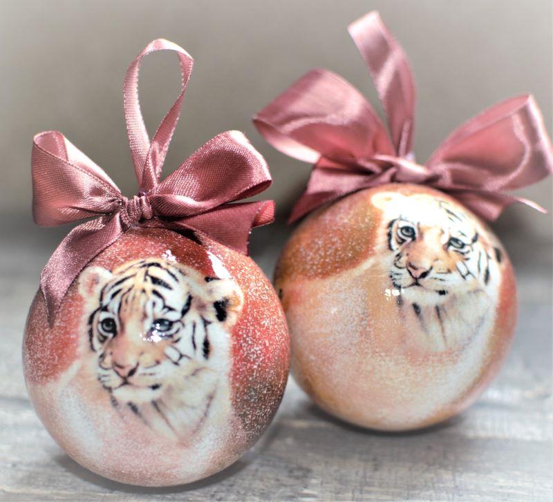 Елочный шар диаметром 8 см с тигренком
