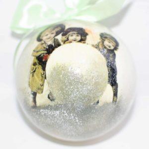 елочный шар со снежком