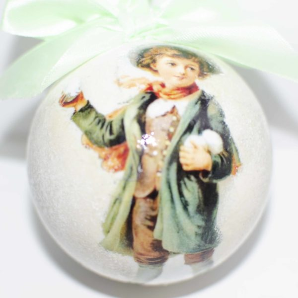 елочный шар со снежками