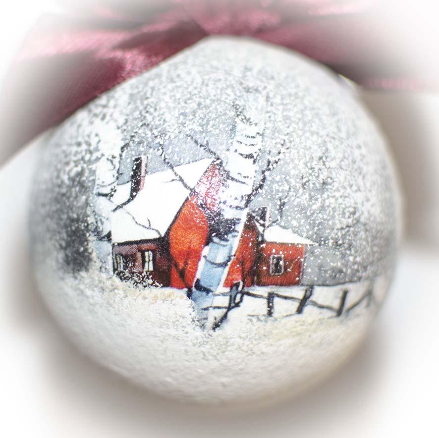 елочный шар с домиком