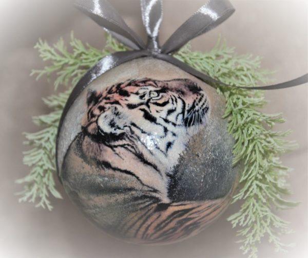 Елочный шар диаметром 6 см с тигренком