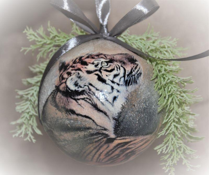 Елочный шар диаметром 10 см с тигром